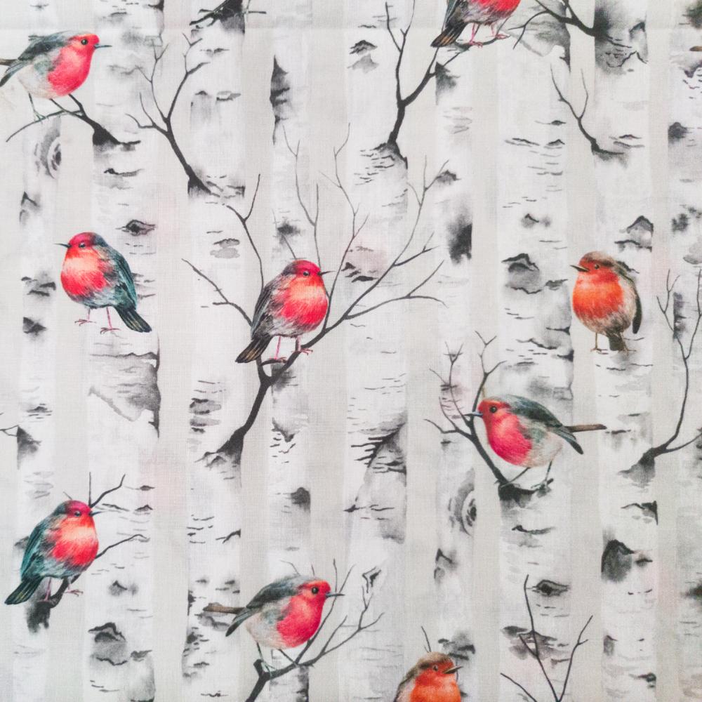 Stoffdetail-Rotkehlchen-im-Birkenwald-Wintervogel-weiß-grau-orange